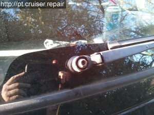 Remplacement du moteur d'essuie-glaces arrière sur un Chrysler PT Cruiser